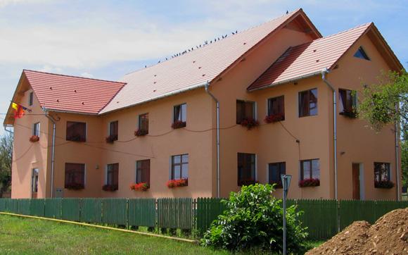 Constructii civile si industriale<br /><br /> Foto: Reabilitare Primaria Loamnes, judetul Sibiu, 2009